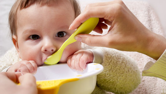 Most Infants Are Ready For The Introduction Of Solid Foods Between Ages Four And Six Months Some Signs Your Baby Is To Try Spoon Feeding